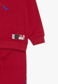 Jordan - CREW JOGGER SET - Survêtement - gym red - 4