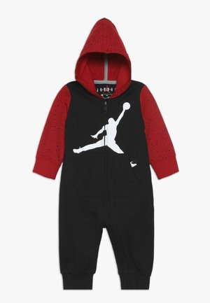 OVERSIZED JUMPMAN COVERALL - Verryttelypuku - black/gym red