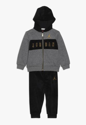 HOODED OUTLINE JOGGER - Survêtement - black
