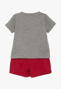 Jordan - JUMPMAN AIR SHORT SET - Urheilushortsit - gym red