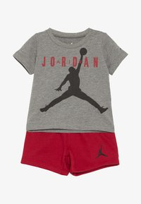 Jordan - JUMPMAN AIR SHORT SET - Urheilushortsit - gym red - 3