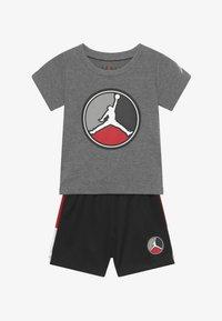 Jordan - FRONT CIRCLE TEE SET - Pantalón corto de deporte - black - 3