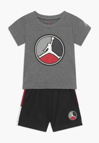 Jordan - FRONT CIRCLE TEE SET - Pantalón corto de deporte - black - 0