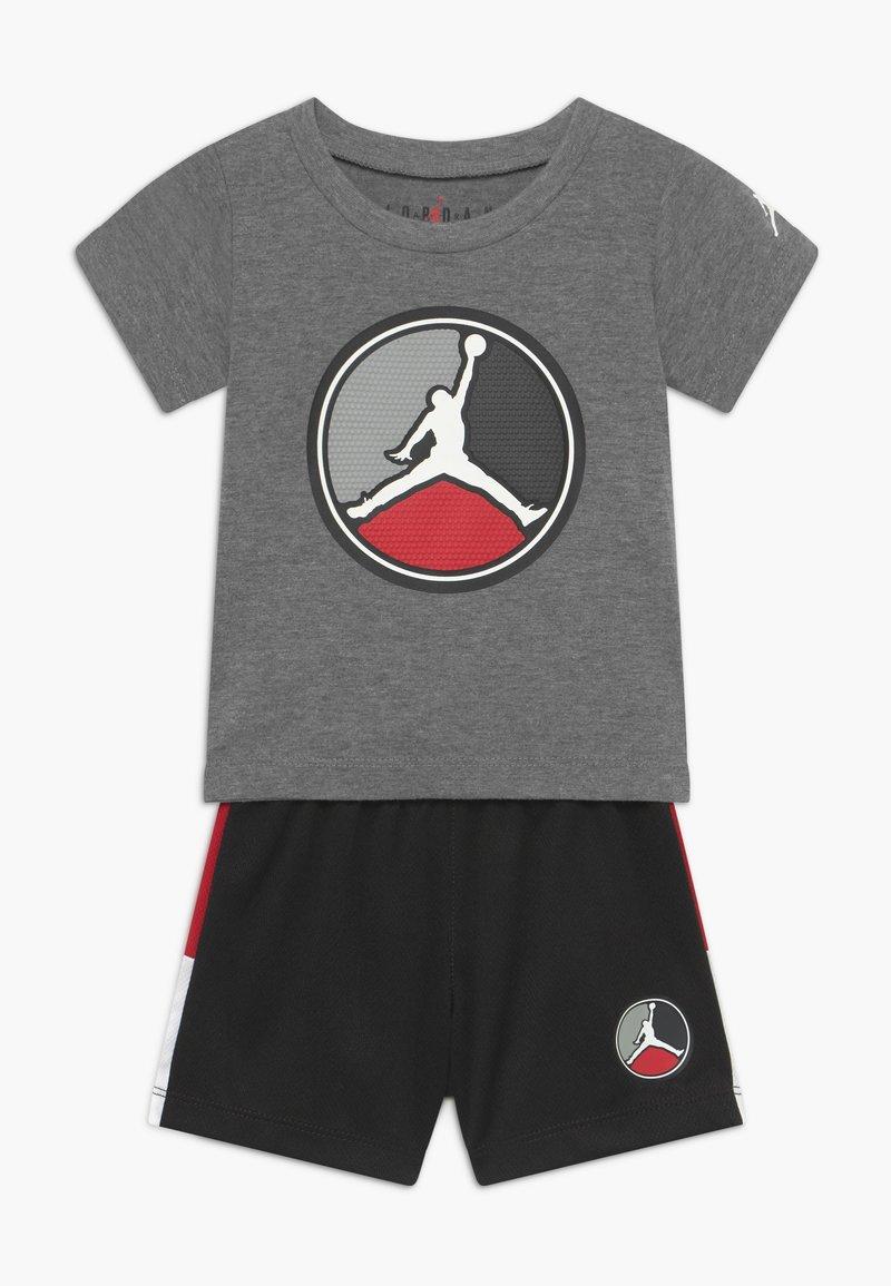 Jordan - FRONT CIRCLE TEE SET - Pantalón corto de deporte - black