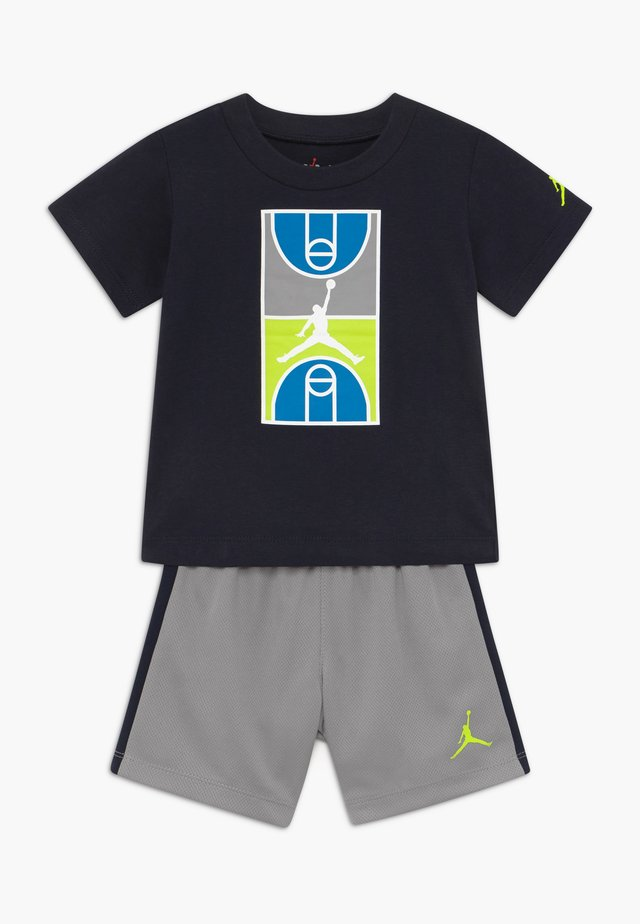COURT GRAPHIC TEE SET - Sports shorts - atmosphere grey