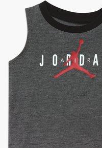 Jordan - HALF COURT MUSCLE SET - Sports shorts - black - 4