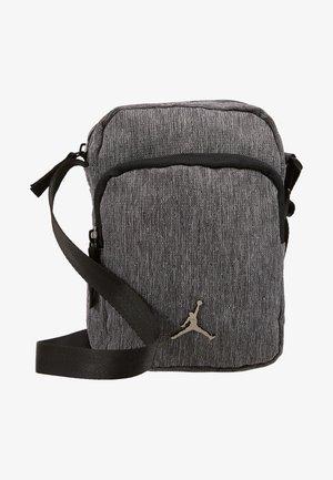 JAN AIRBORNE CROSSBODY - Across body bag - carbon heather