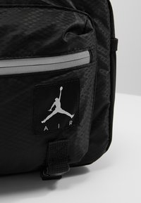 Jordan - JAN AIR CROSSBODY - Riñonera - black - 6