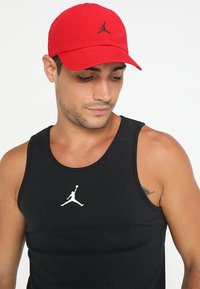 Jordan - JUMPMAN FLOPPY - Pet - gym red/black - 1