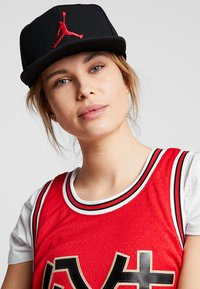 Jordan - JORDAN PRO JUMPMAN SNAPBACK - Keps - black/gym red - 4