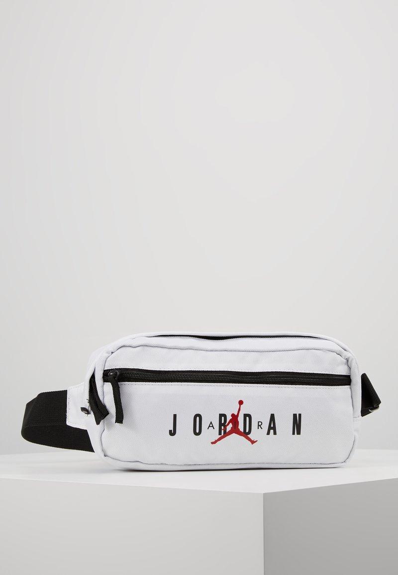 Jordan - AIR CROSSBODY BAG - Ledvinka - white