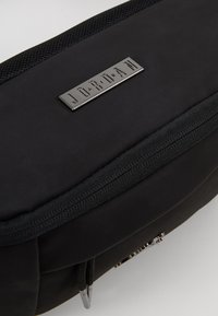 Jordan - SUEDE AIR CROSSBODY - Ledvinka - black - 7