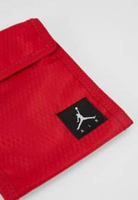 Jordan - TRI FOLDPOUCH - Lompakko - gym red - 2