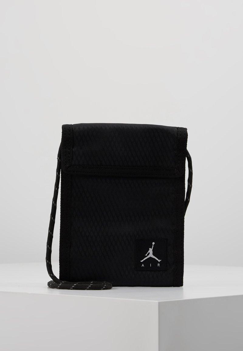 Jordan - TRI FOLDPOUCH - Wallet - black