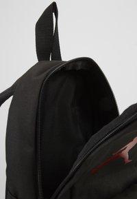 Jordan - AIR PACK  - Ryggsäck - black/gym red - 5