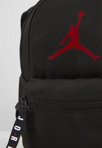 Jordan - AIR PACK  - Ryggsäck - black/gym red - 2