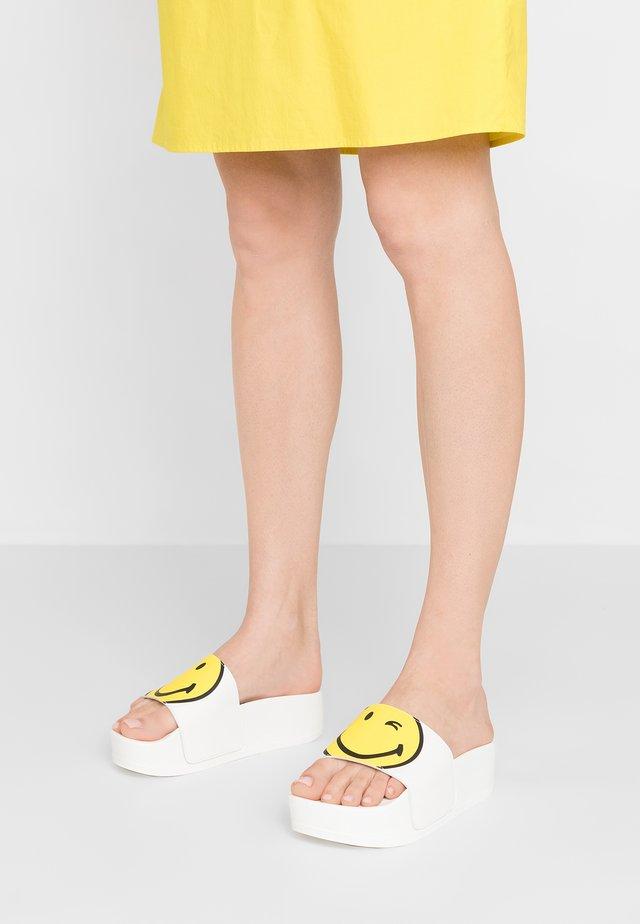 ZENITH SMILE - Pantolette flach - white