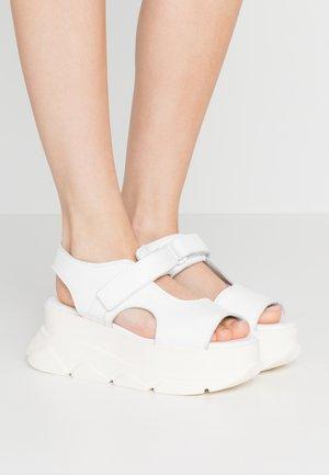 SPICE WEDGE  - Sandály na platformě - white
