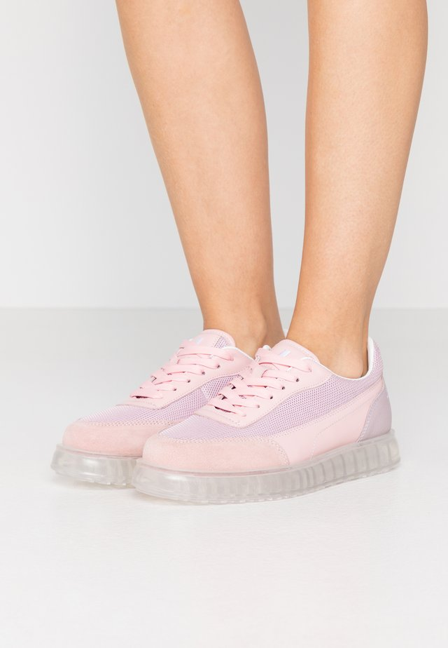 ZENITH AIR - Sneaker low - pink