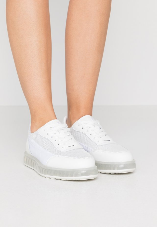 ZENITH AIR - Sneaker low - white