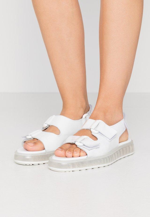 AIR  - Sandaalit nilkkaremmillä - clear