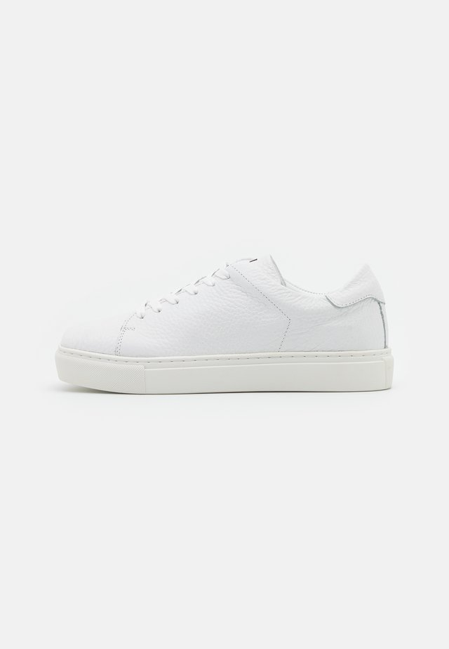 SQUARED SHOES - Matalavartiset tennarit - white