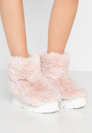 FURRY BOOT DONNA - Bottines compensées - pink