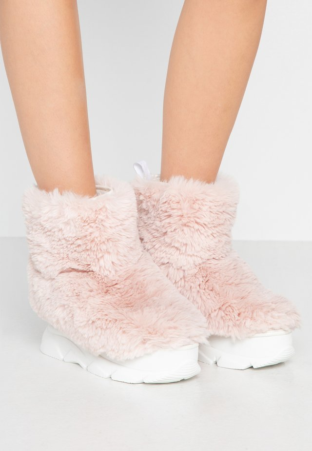FURRY BOOT DONNA - Wedge Ankle Boots - pink