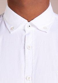JOOP! Jeans - HAVEN - Vapaa-ajan kauluspaita - white - 5