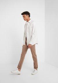 JOOP! Jeans - MITCH - Pantalon classique - beige - 1