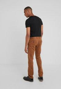 JOOP! Jeans - MATTHEW - Chino - cognac - 2