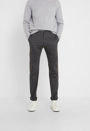 STEHEN - Chinot - grey