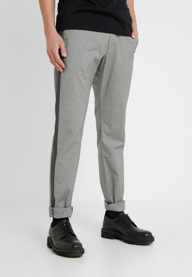 MAXTON - Chinos - black/white