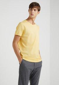 JOOP! Jeans - CLARK - T-paita - yellow - 0