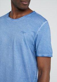 JOOP! Jeans - CLARK - T-shirt basique - bright blue - 3
