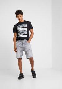 John Richmond - BERMUDA NEILY - Shorts di jeans - grey - 1