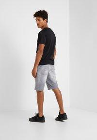 John Richmond - BERMUDA NEILY - Shorts di jeans - grey - 2