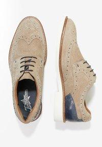 JOE BROWNS - LIGHTWEIGHT BROGUE - Volnočasové šněrovací boty - beige - 1