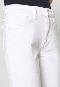 Joe's Jeans - THE LARA MR CIGARETTE ANKLE CUT - Džíny Slim Fit - white - 3