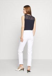 Joe's Jeans - THE LARA MR CIGARETTE ANKLE CUT - Džíny Slim Fit - white - 2