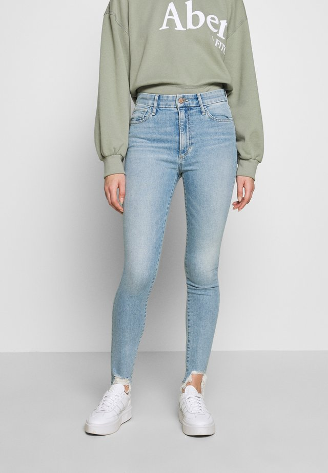 THE CHARLIE ANKLE DESTROYED HEM - Jeansy Skinny Fit - plumeria