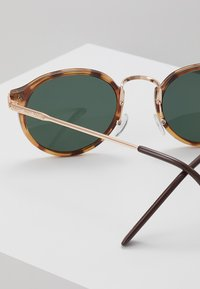 Jeepers Peepers - CASPAR - Gafas de sol - tort - 2