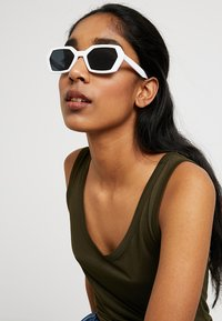 Jeepers Peepers - Gafas de sol - white - 2
