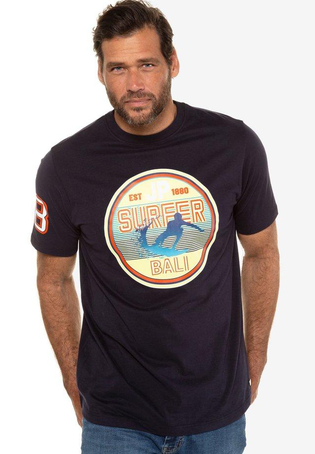 SURFER BALI - Print T-shirt - navy