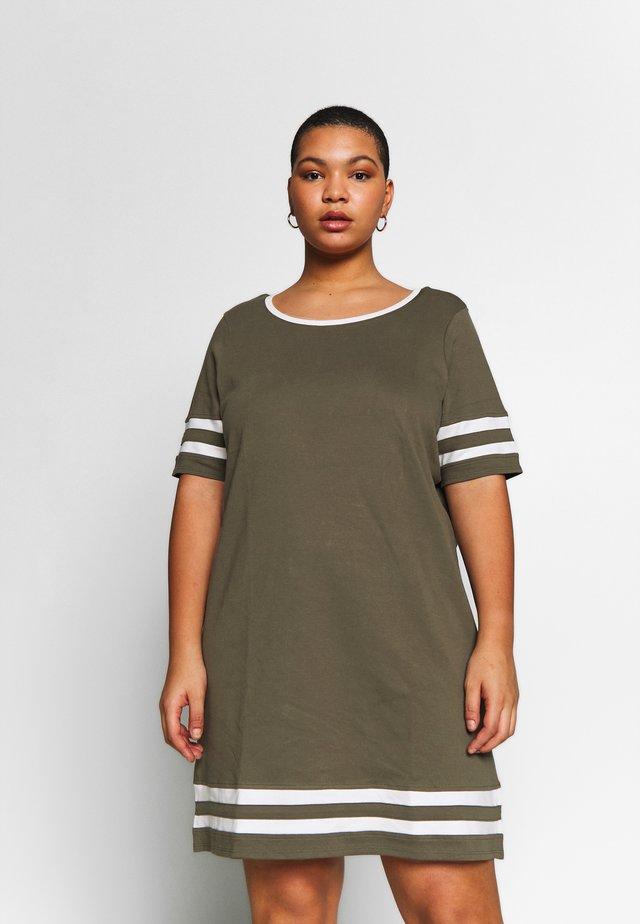 JRLIZETTE  - Jerseyklänning - ivy green/snow white