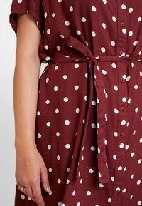 JUNAROSE - by VERO MODA - JRTRACY KNEE DRESS - Košilové šaty - madder brown/white - 6