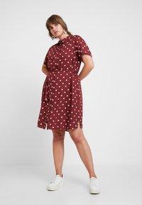 JUNAROSE - by VERO MODA - JRTRACY KNEE DRESS - Košilové šaty - madder brown/white - 1