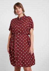 JUNAROSE - by VERO MODA - JRTRACY KNEE DRESS - Košilové šaty - madder brown/white - 0