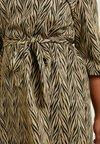 JUNAROSE - by VERO MODA - JRPALO 3/4 SLEEVE DRESS - Jerseykleid - black/gold