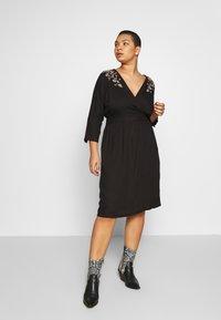JUNAROSE - by VERO MODA - JROCTAVIA SLEEVES DRESS - Robe d'été - black - 1